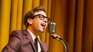 Man Singing in One Man, Two Guvnors